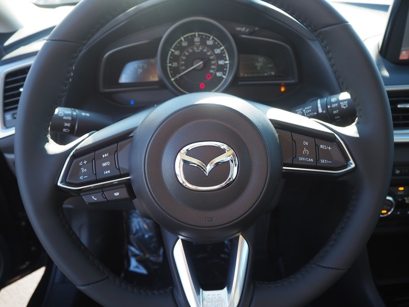 New 2018 MAZDA MAZDA3 5-DOOR TOURING AUTO